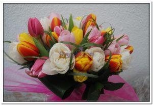 Ramo de aniversário com tulipas1