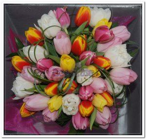 Ramo de aniversário com tulipas