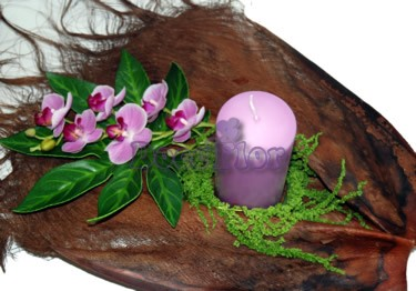 Arranjo artificial em tons lilas