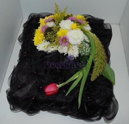 Centro de flores com base organza