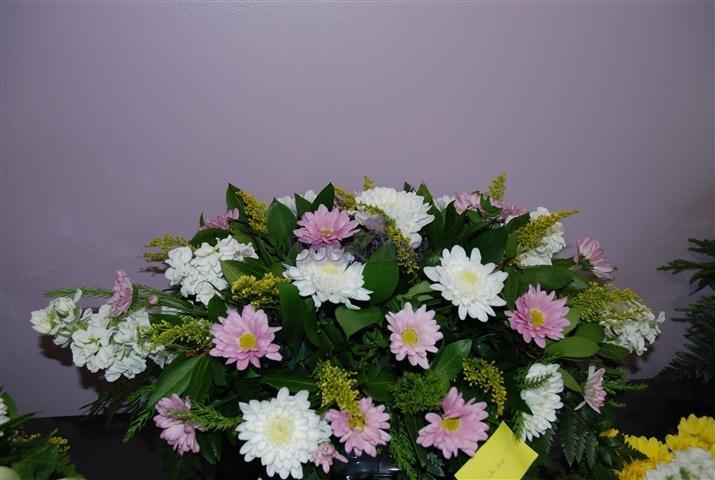 Arranjo oval em tons lilas e branco