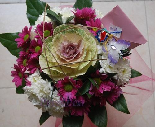 Bouquet de Brassica e margaridas