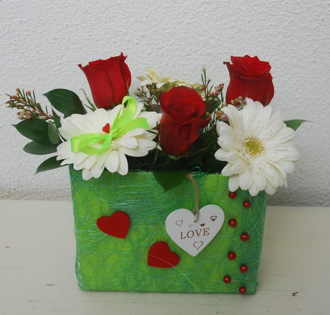 Malinha com rosas vermelhas