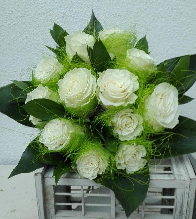 Ninho de rosas Brancas