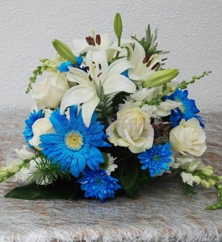 Centro de mesa em tons branco e azul 2